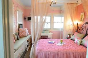 Pink Decor For Bedroom - stylish bedroom decorating with pink color