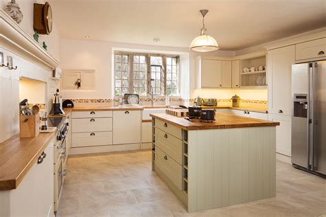 Kitchen Cabinets No Handles Solid Oak Kitchen Lechlade Case Study Cotswold House
