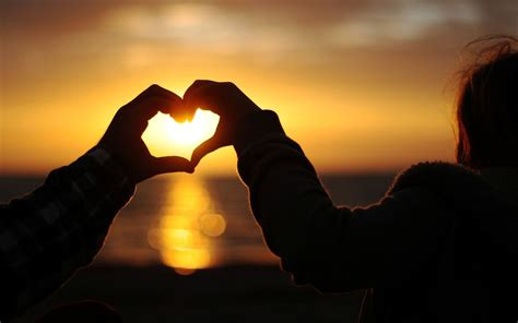 wallpaper computer full screen love mood hands heart heart girl a woman guy men sunset romance