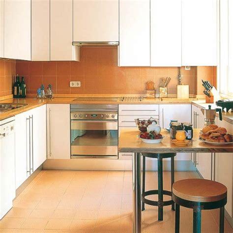 small kitchen with peninsula ideas masa compacta montata pe un perete al bucatariei mici cu
