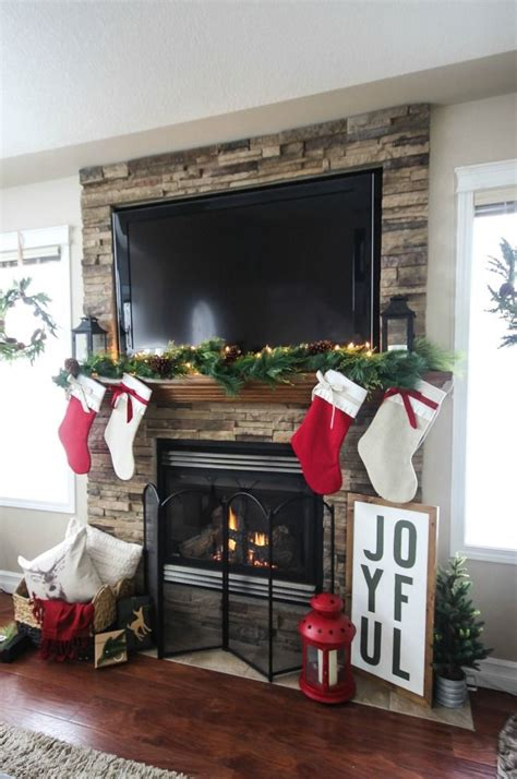 Die besten 25  Fireplace mantel christmas decorations