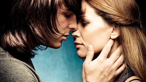 what to do with your hands when kissing kissing tips