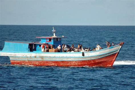 refugee boat australia asylum seeker boat abc news australian broadcasting