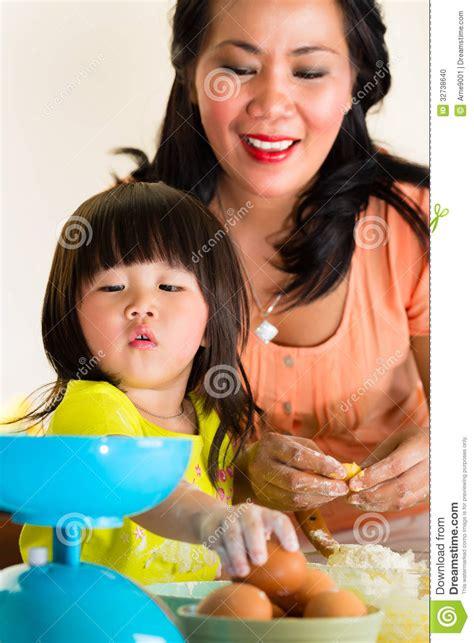 madre e hija follando con el novio de la hija free madre y hija cojiendo jontas mama y su madre e hija