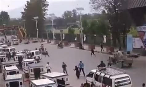 earthquake footage nepal earthquake captured in cctv footage road traffic