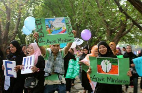 Sticker Anak Motif Serial Tv Tayo amin joins mindanao week of peace 2012 celebrations la imc