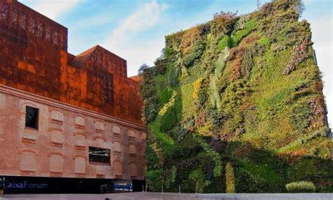 giardino verticale madrid giardini pensili come soluzione green per il risparmio