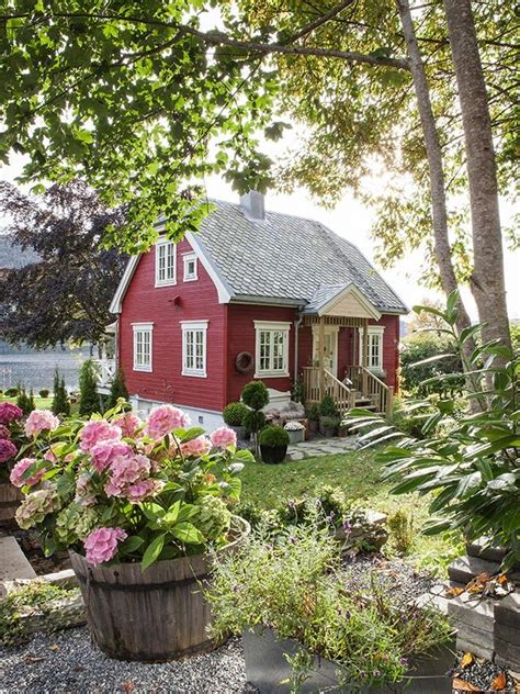 The Cottage Green by Best 25 Cottages Ideas On