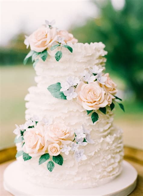 wedding cake photography 20 floral wedding cakes for the summer modwedding