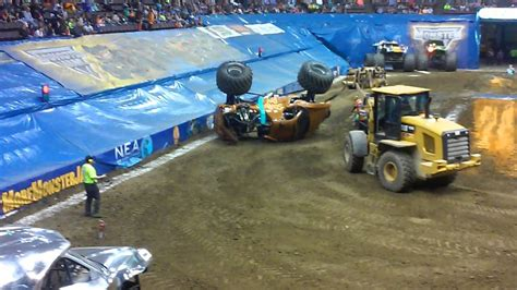 monster truck show hton coliseum cincinnati monster jam 2015 at us bank arena youtube