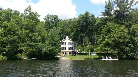 lake home airbnb 10 lovely new england lake homes you ll be able to lease