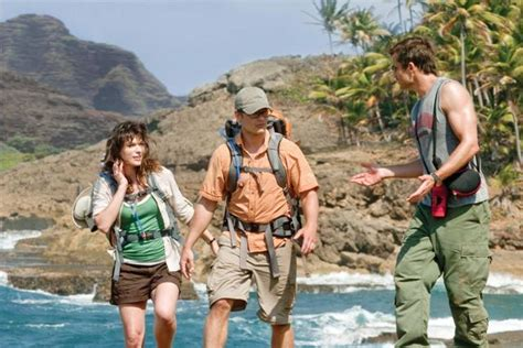 milla jovovich chris hemsworth a perfect getaway