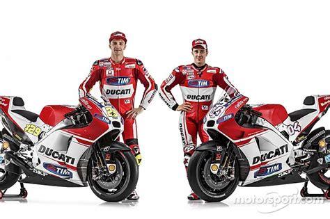 New Moto Gp 15 2015 Ducati Desmosedici Bike 1 12 04 Andrea Dovis Ducati Unveils New Gp15 Machine In Presentation