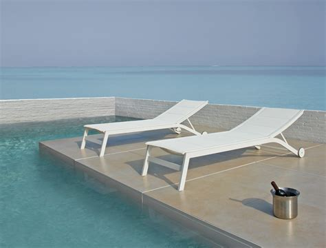 Pool Chairs And Lounges by Pool Lounge Chairs For Outdoor Recreational Areas Traba