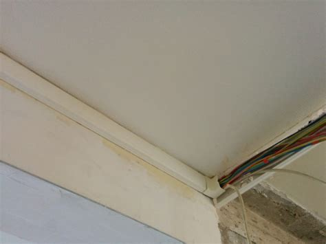 cacher les fils 233 lectrique dans le plafond et mur 16