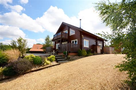 Pine Tree Cottage by Pine Tree Lodge Self Catering Cottage For Hen In