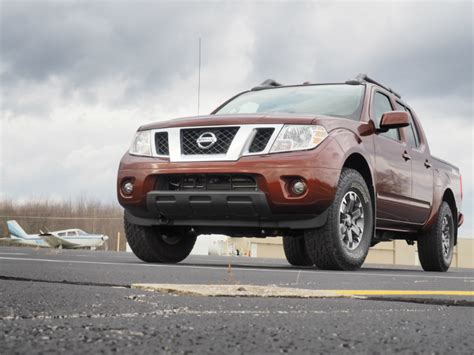 review 2016 nissan frontier pro 4x nothing changes but the shoes bestride