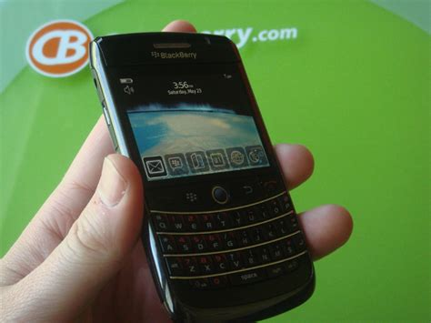 Blackberry Onyx1 White And Black today s news bits