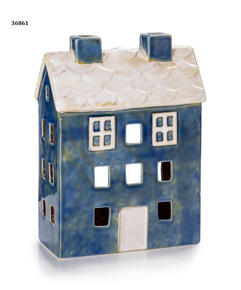 porta azzurra casetta porta zirone azzurra tetto bianco