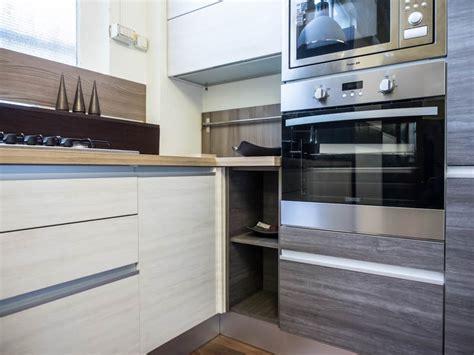 cucine su misura compresa di elettrodomestici prezzi cucina moderna angolare essenza grigia e white con colonne