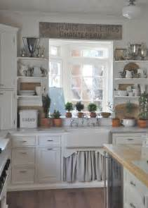 Displaying ceramic is quite popular decor idea for a farmhouse kitchen