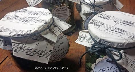 decorare i tappi dei barattoli tappi barattoli decorati con la carta inventa ricicla crea