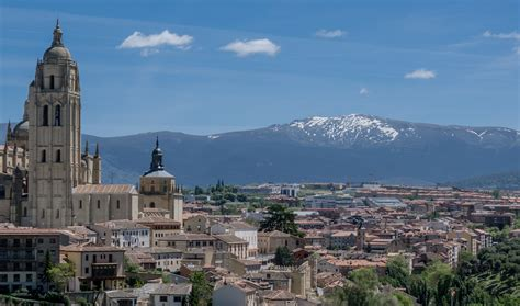 imagenes sin copyright madrid cityscape of madrid with mountain landscape in background