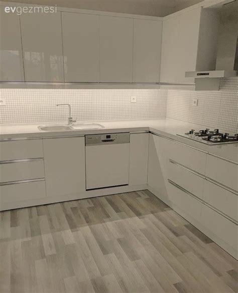 pin beyaz modern mutfak tezgah tasarimi on pinterest mutfak beyaz mutfak mutfak tadilat modern mutfak