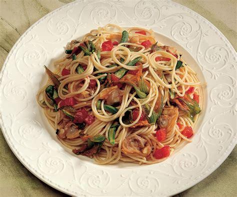 come cucinare pasta e zucchine spaghetti vongole e zucchine la ricetta de la cucina italiana