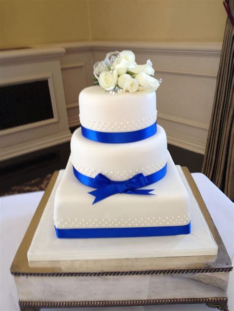 royal blue and white wedding cakes blomwedding
