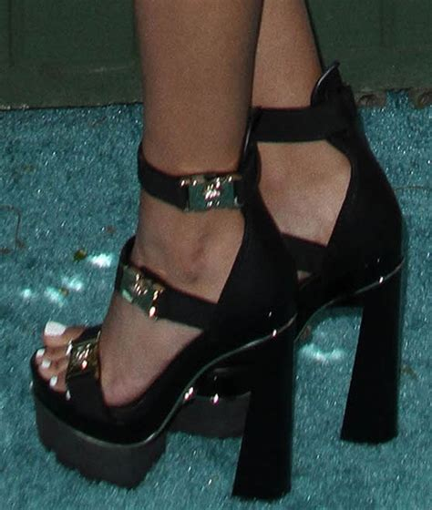 justice high heels justice hosts choice awards in versace