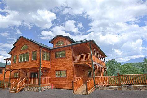 9 bedroom cabin gatlinburg 4 bedroom cabins in gatlinburg timeless treasures 1 bedroom gatlinburg cabin rental