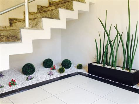 small pebble garden   stairs