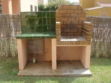 piastrelle refrattarie barbecue in mattoni refrattari e piano appoggio con parete