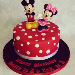 Mickey And Minnie Mouse Cakes   Mickey Mouse Invitations Templates