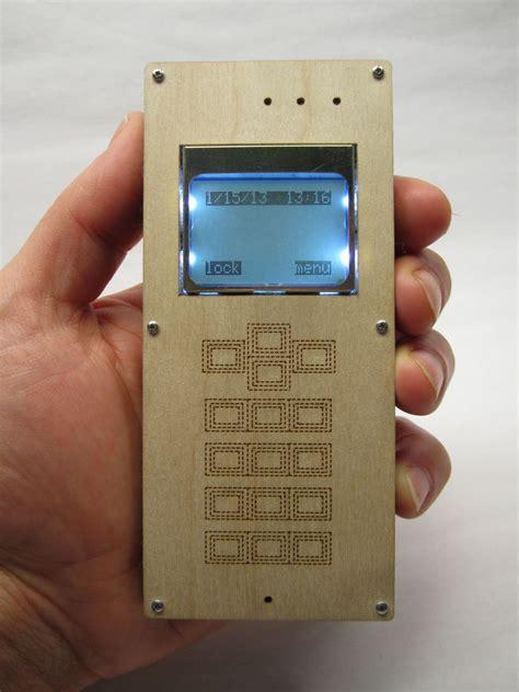 como hacer un telefono en carton オープンソースを活用してケータイを自分で作る diy cellphone gigazine