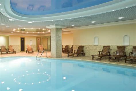 hotels    indoor pool nearbbyme