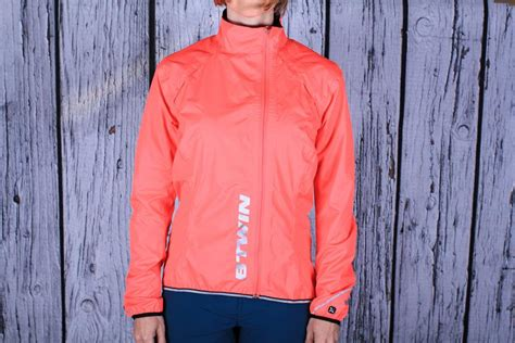 best waterproof road cycling jacket buyer s guide to the best waterproof cycling clothing