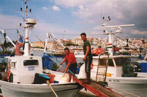 lade da sospensione pesca ministero fondi per fermo biologico e rottamazione