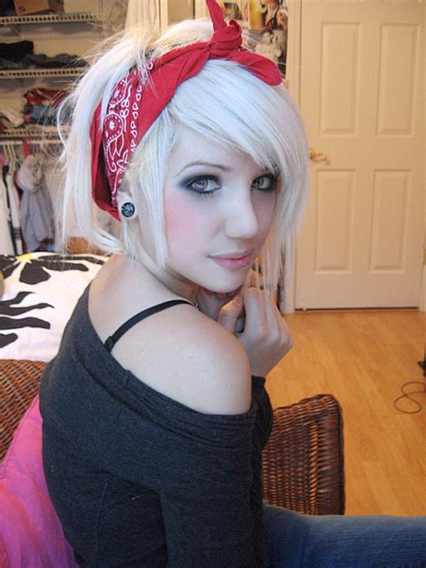 images of short choppy hair with bandanna choppy short platinum blonde bob with scarf hairstyles