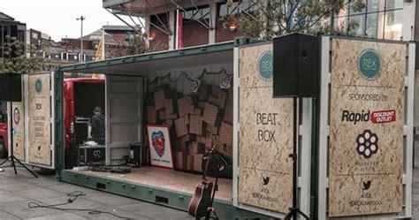 panggung portable  kontainer bekas  inspirasi desain arsitektur teknologi konstruksi