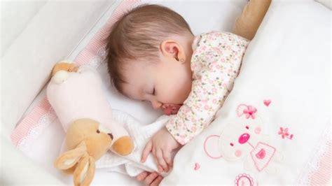 wie lange schlafen baby wie schlafen babys ideal tipps f 252 r einen ruhigen babyschlaf