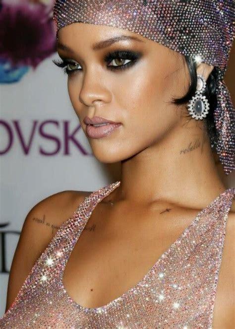 Rihanna Syari Blue rihanna smokey www pixshark images galleries