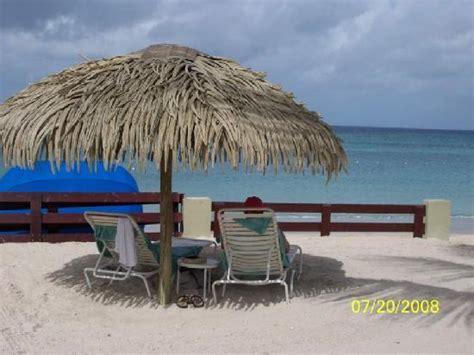 Tiki Hut On Beach Beach Sandals Sandals Beach Huts