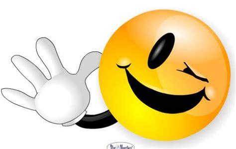 imagenes de emoticones alegres caritas y figuras para twitter y facebook pcrepara