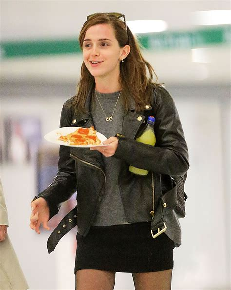 emma watson eating emma watson enjoys a slice of pizza at jfk celebzz