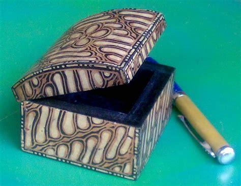 membuat kerajinan non benda batik khas pati