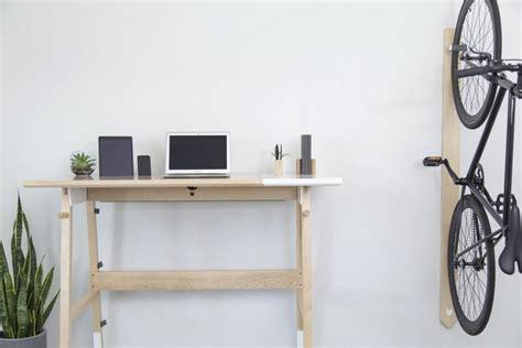 schreibtisch stehen moderner schreibtisch aus holz f 246 rdert arbeiten im stehen