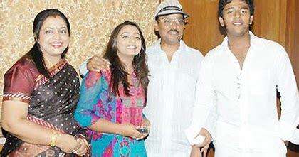 bhagyaraj shanthnoo family photo | wedding photos of