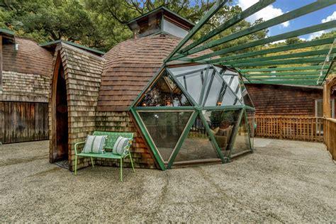 casa cupola la cupola nel bosco realizzata con materiali di recupero